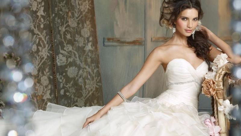 Как выбрать свадебное платье для высокой девушки