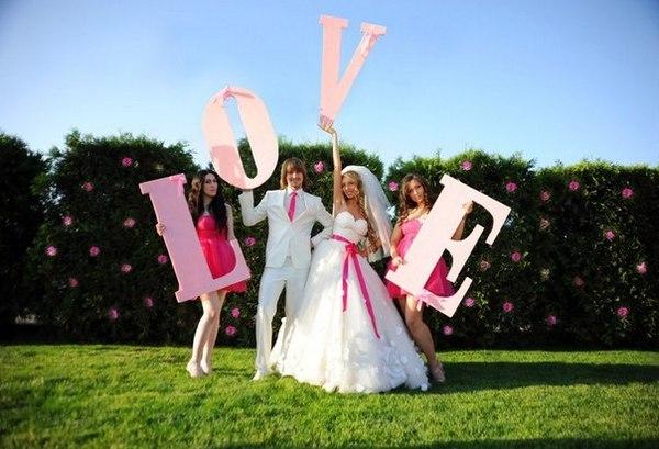 Объемные буквы - вариант для украшения свадебной фотосессии